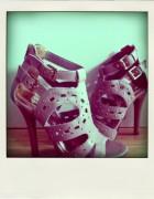 Les sandales brésiliennes de Gabriella, elles envoient du bois